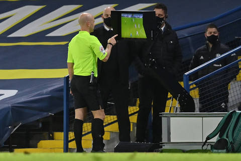 Soccer Football - Premier League - Leeds United v Arsenal - Elland Road, Leeds, Britain - November 22, 2020 Referee Anthony Taylor refers to VAR before sending off Arsenal's Nicolas Pepe Pool via REUTERS/Paul Ellis EDITORIAL USE ONLY. No use with unauthorized audio, video, data, fixture lists, club/league logos or 'live' services. Online in-match use limited to 75 images, no video emulation. No use in betting, games or single club /league/player publications.  Please contact your account representative for further details.