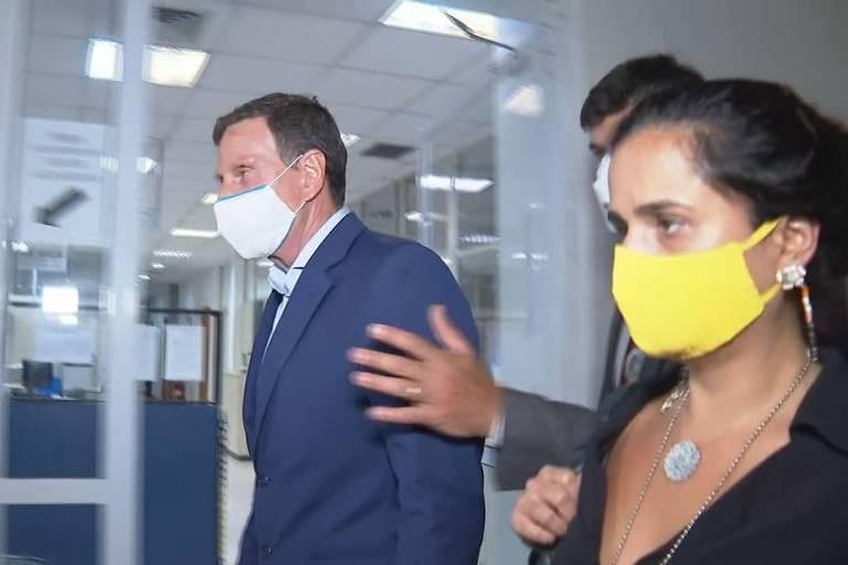 O prefeito Marcelo Crivella chega à Cidade da Polícia, no Rio, após ser preso acusado de integrar esquema de cobrança de propina