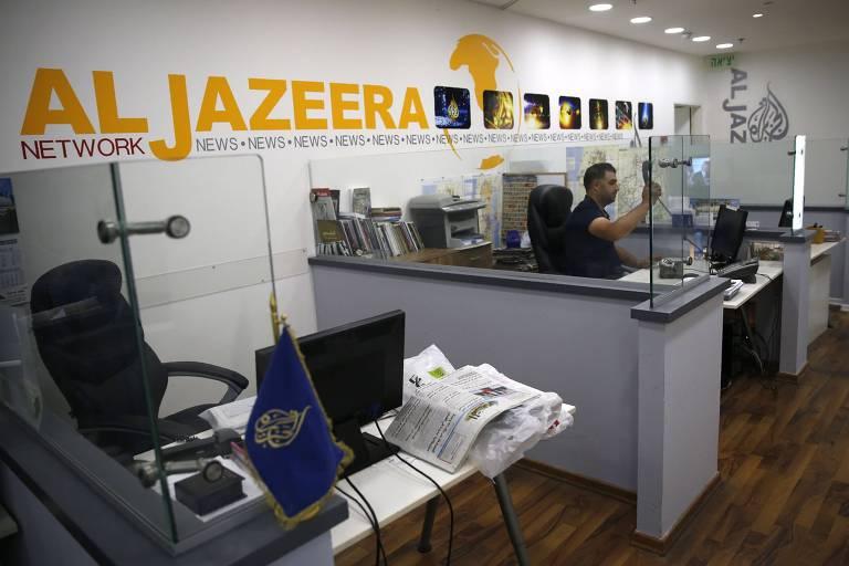 Funcionário trabalha no canal de TV Al Jazeera; operação de espionagem afetou 36 pessoas