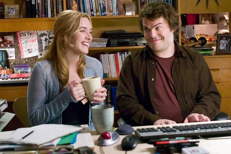 """Kata Winslet e Jack Black em cena de """"O Amor Não Tira Férias"""" (2006), de Nancy Meyers"""