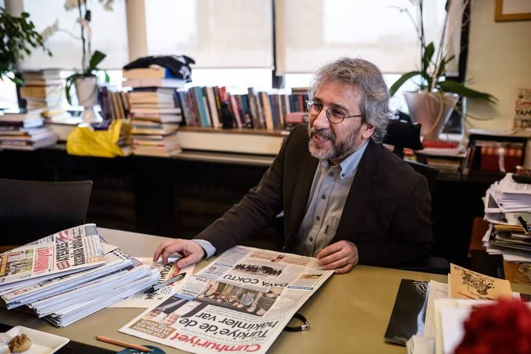 Jornalista turco é condenado a 27 anos de prisão por denunciar relação de governo com rebeldes sírios