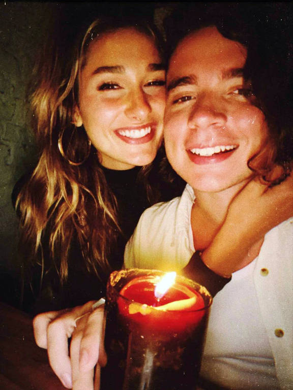 Sasha Meneghel publicou cliques românticos para comemorar o primeiro ano de namoro com  João Figueiredo