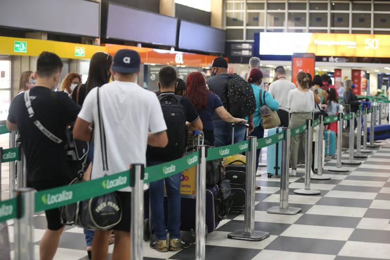 Aeroporto de Congonhas tem movimento tranquilo às vésperas do Natal