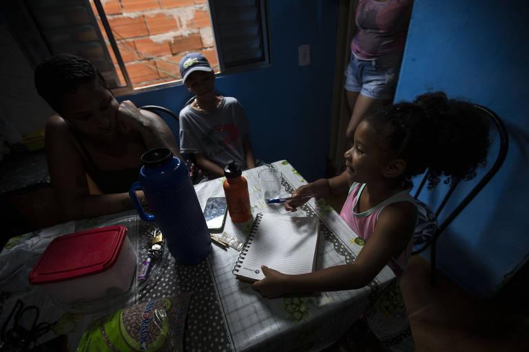 Na periferia, crianças ficaram nove meses sem atividades escolares