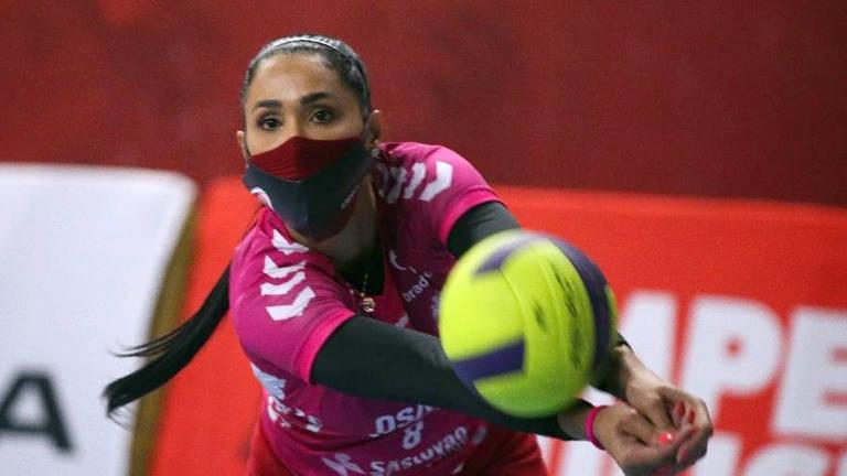 Atletas jogam de máscara na Superliga