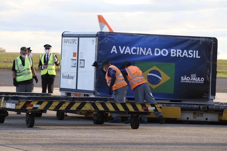 Contêiner com parte do quarto lote da Coronavac importado da China é desembarcado em Viracopos (SP)