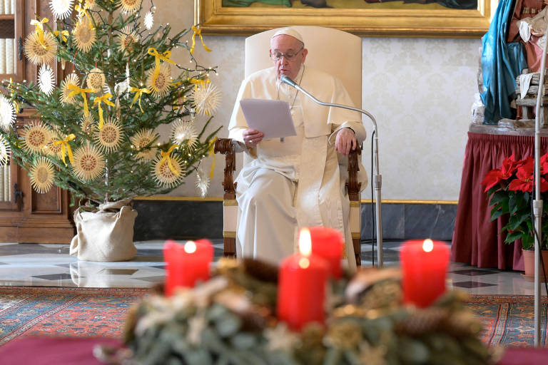 Em mensagem de Natal, papa fala em preferência aos pobres e cita dom Hélder