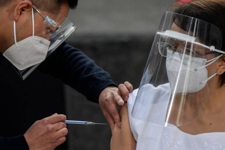 Chile, México e Costa Rica começam a vacinar contra Covid-19, e Brasil fica para trás