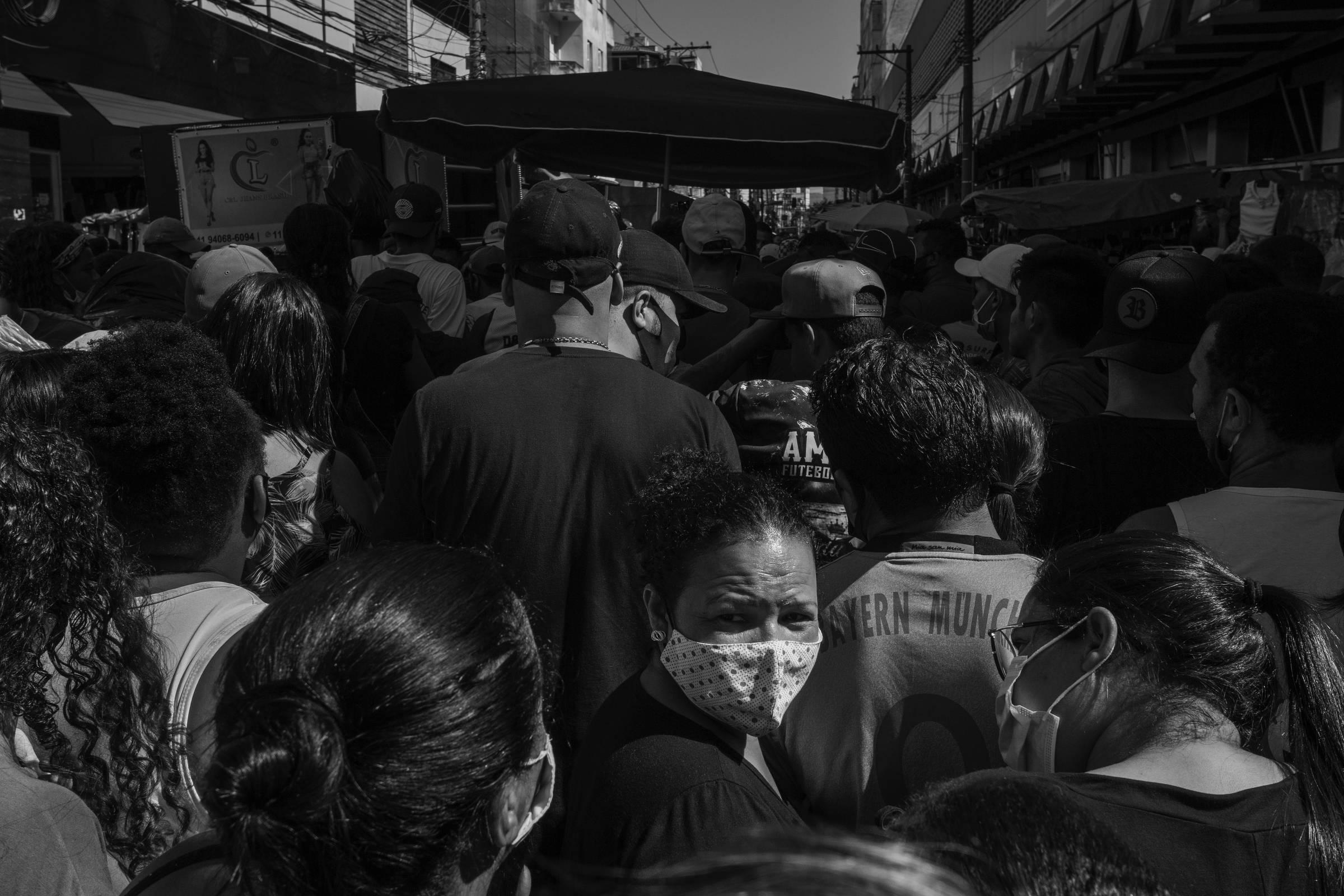 Brasil registra mais de 1.700 mortes em 24h e bate novo recorde diário e de média móvel de óbitos
