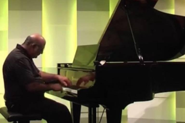 Tony Cicoria compôs a melodia 'The Lightning Sonata' ('A Sonata do Raio', em tradução livre)