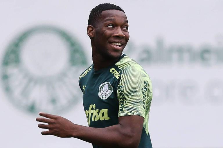O jogador Patrick de Paula, do Palmeiras, durante treino em São Paulo na sexta (25)