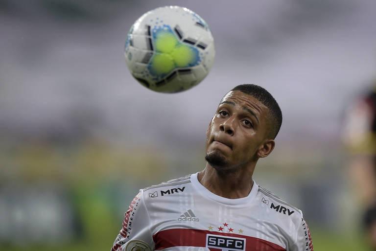 Líder, São Paulo bate Fluminense e ganha fôlego na briga com Flamengo