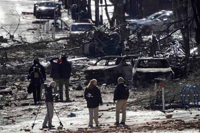 Investigadores trabalham perto do local onde motorhome explodiu no dia 25 de dezembro, em Nashville
