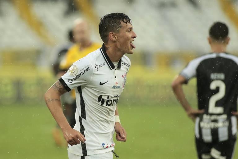 Mateus Vital comemora seu gol na vitória do Corinthians sobre o Botafogo