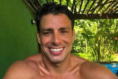 O ator Cauã Reymond postou uma selfie - MÔNICA BERGAMO