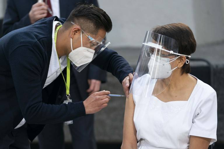 Primeiros vacinados contra a Covid-19 no mundo