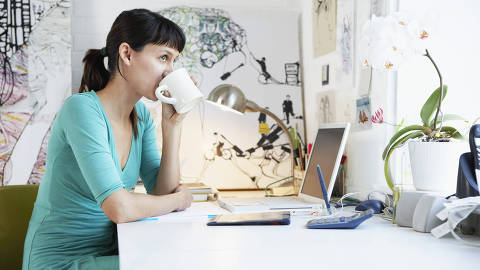 Woman at Desk --- Image by © moodboard/Corbis ORG XMIT: 17094150