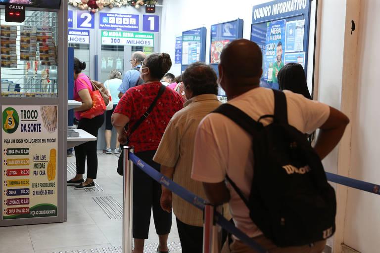 Apostadores procuram lotéricas pé quente para fazer uma fé na mega da virada