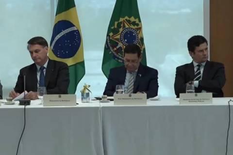 Um ano após controversa reunião ministerial, Bolsonaro dá as cartas na PF, mas perdeu seis ministros