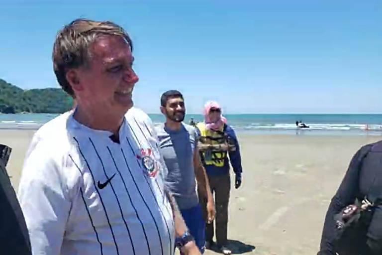O presidente Jair Bolsonaro, em Praia Grande (SP), onde se encontrou com apoiadores em praia