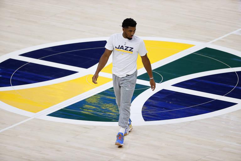Donovan Mitchell no ginásio do Utah Jazz, franquia de basquete recentemente negociada