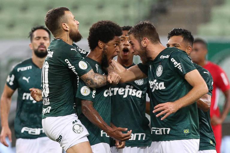 O Palmeiras está na disputa dos títulos da Libertadores, da Copa do Brasil e do Campeonato Brasileiro, ainda sem torcida no estádio