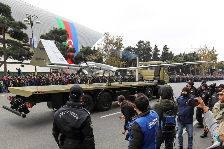 Drone Bayraktar TB2 exibido na parada da vitória do Azerbaijão na guerra com a Armênia, em dezembro