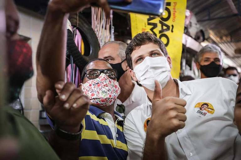 'Não cairemos na armadilha da negação à ciência', diz João Campos ao tomar posse no Recife