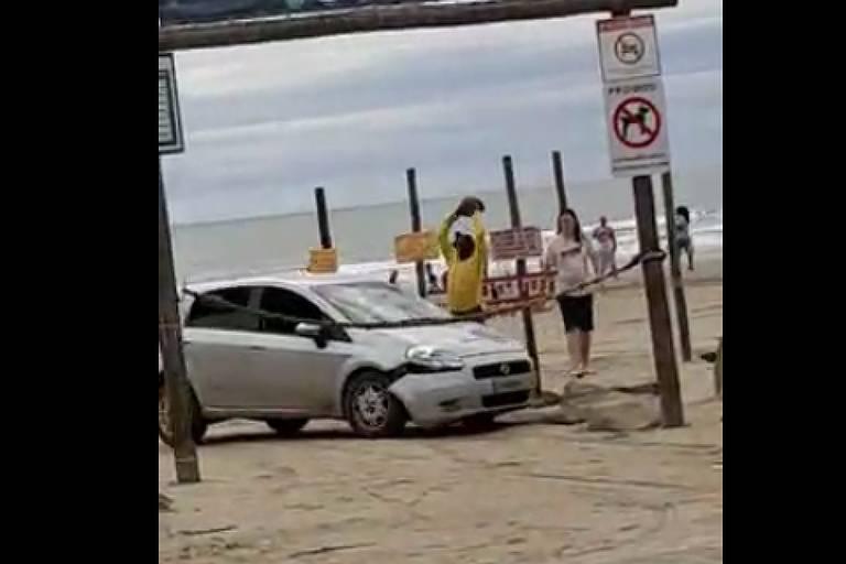 Motorista tenta atropelar vendedor após briga em praia de Peruíbe em SP; veja o vídeo