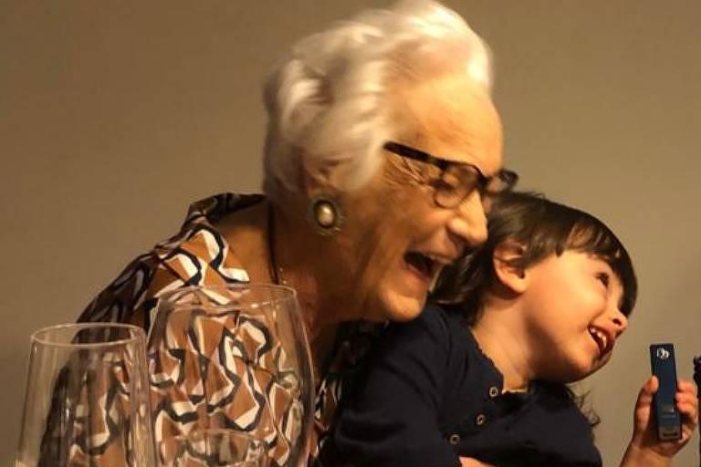 Maria de Lourdes da Rocha e Silva Lacerda (1929-2021) e o bisneto Nikolas