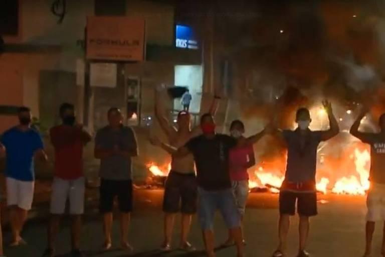 Moradores protestam em Teresina após dois dias sem energia elétrica