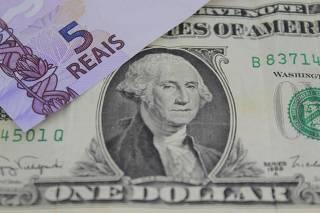 Pequena baixa no dólar