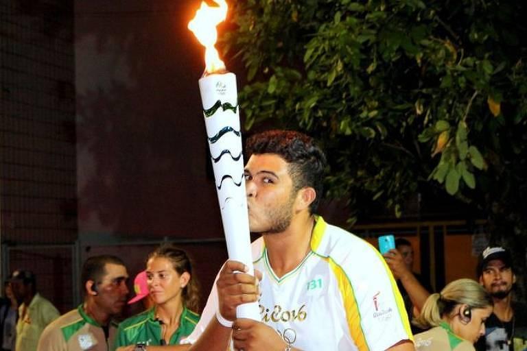 Ygor Marcel da Cruz Santos, de 29 anos, quer vender a tocha olímpica da Rio-2016 para pagar dívidas