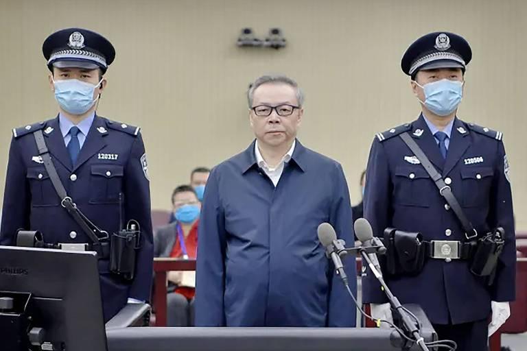 Justiça chinesa condena ex-banqueiro à morte por corrupção e bigamia