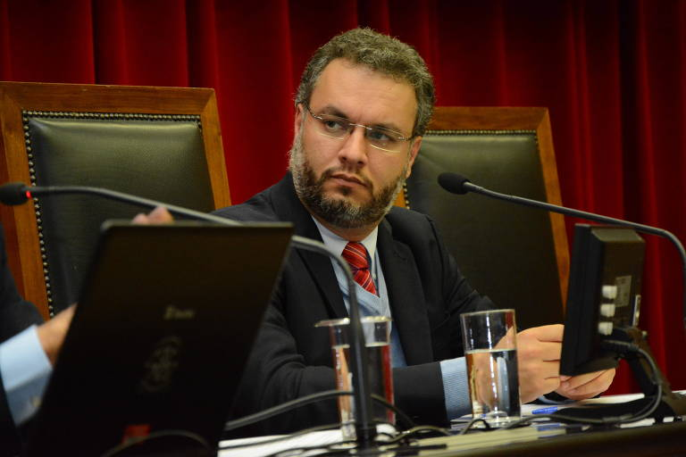 Fernando Padula, secretário municipal de Educação, diz que não abrirá escolas a qualquer custo
