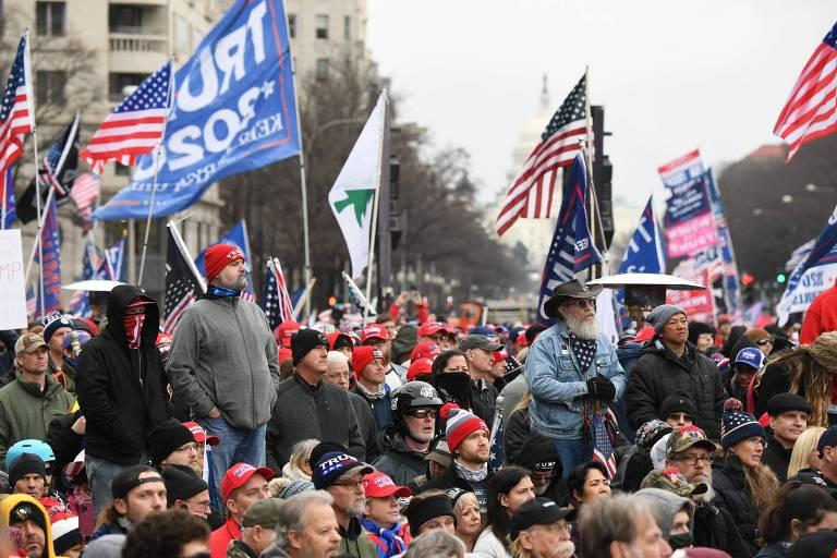Apoiadores de Donald Trump durante manifestação em favor do presidente em Washington