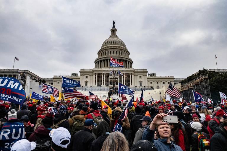 Apoiadores de Trump invadem Congresso dos EUA