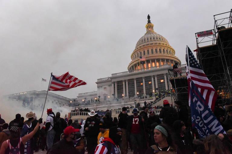 Apoiadores de Donald Trump durante manifestação em frente ao Congresso, em Washington