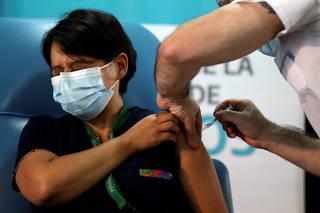 COVID-19 vaccinations begin at Dr. Pedro Fiorito hospital in Avellaneda