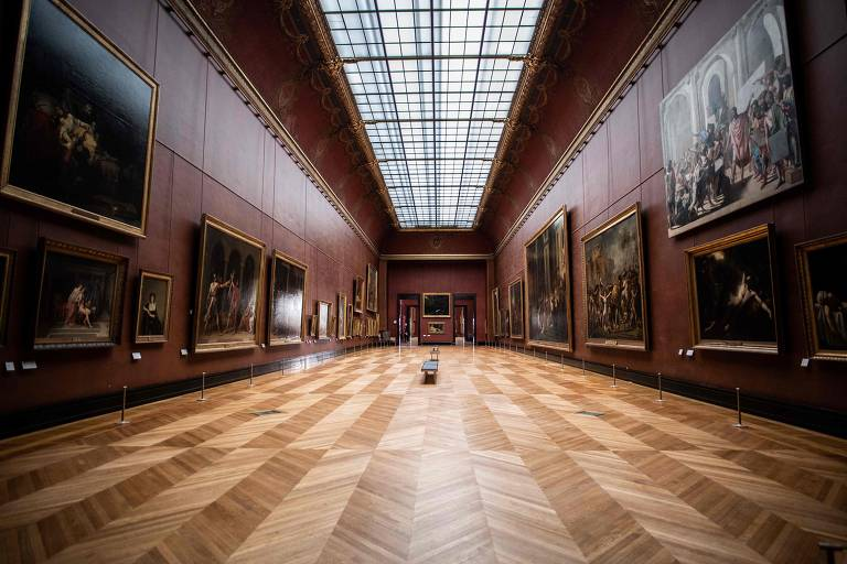 Visitas ao Louvre caem 72% em 2020