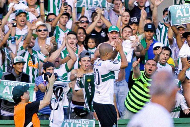 Alex foi revelado pelo Coritiba em 1995 e jogou no clube até 1997. Depois de uma carreira de quase 20 anos, com passagens pelo futebol europeu e pela seleção brasileira, o meio-campista retornou ao time paranaense, em 2013, onde encerrou a carreira no ano seguinte. Pelo Coritiba, Alex conquistou o Paranaense de 2013