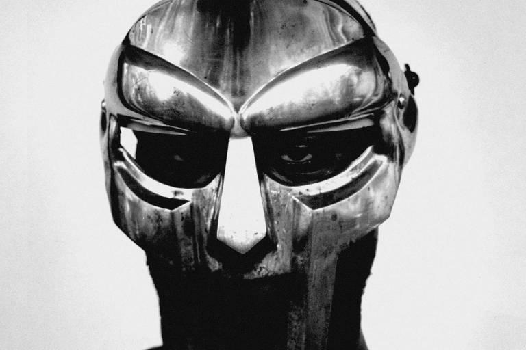 Quem foi o rapper mascarado MF Doom, enigmático até na morte