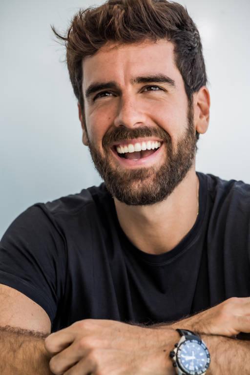Imagens do ator Marcos Pitombo