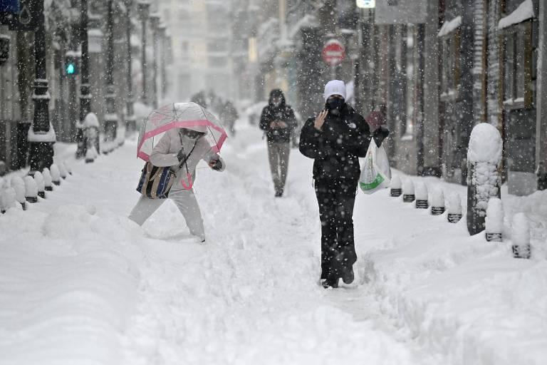 Maior tempestade de neve em 50 anos na Espanha mata quatro pessoas