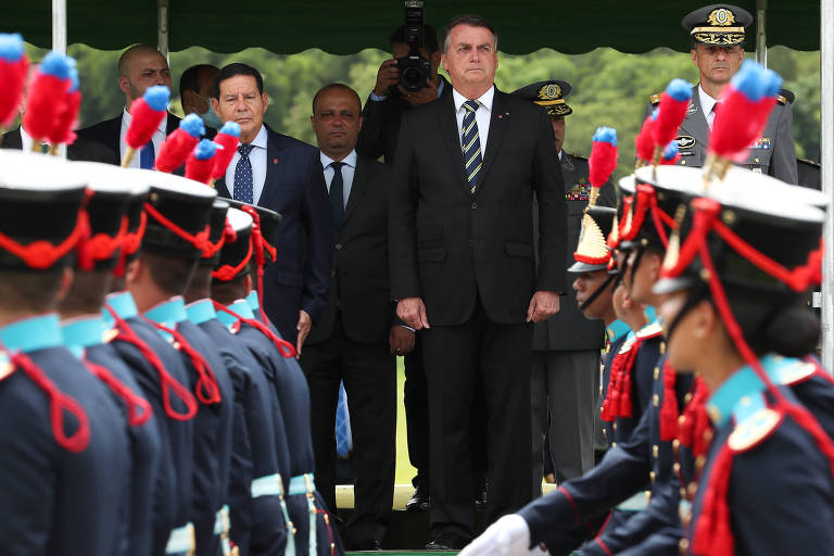 (Resende - RJ, 05/12/2020) Presidente da República Jair Bolsonaro, recebe as Honras Militares onde é homenageado com salva de 21 tiros.Foto: Marcos Corrêa/PR
