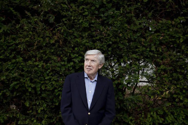 O jornalista Neil Sheehan em sua casa, em Washington