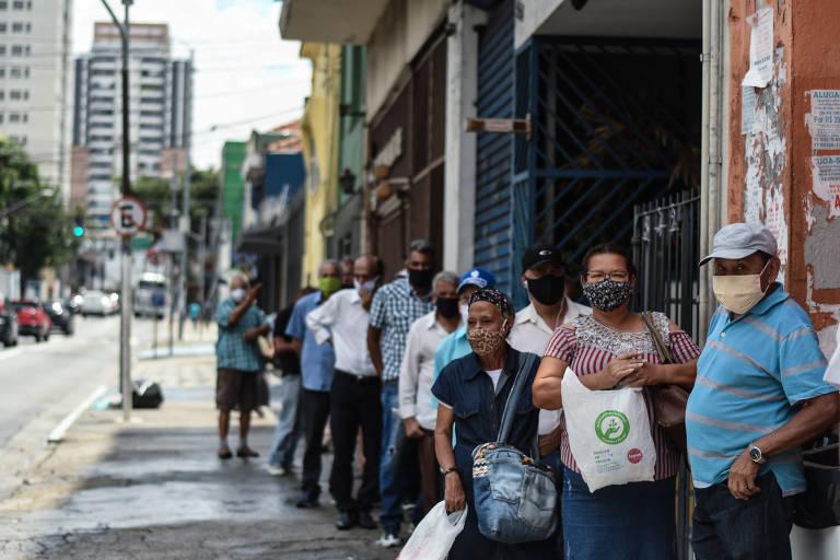 Santander vê juros, dólar e inflação maiores e risco de agitações sociais, mesmo com auxílio