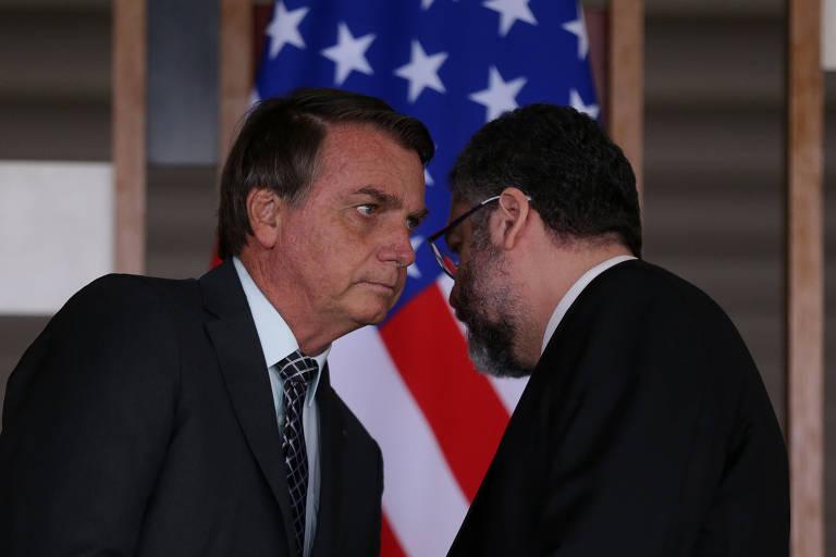 O presidente Jair Bolsonaro, à esq., e o ministro das Relações Exteriores, Ernesto Araújo, durante evento no Itamaraty