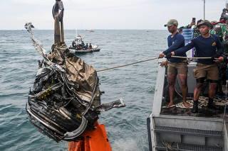 Indonesia continues search for debris of Sriwijaya Air flight SJ 182