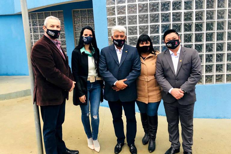 Coronel Telhada, Letícia Aguiar, Sargento Neri, Adriana Borgo e Márcio Nakashima em visita a hospital